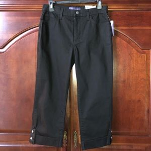 NWT NYDJ Black Cropped Jeans. Size 6.